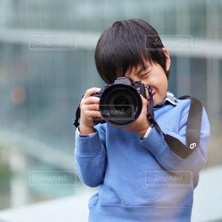 カメラを持っている人の写真・画像素材[1702323]