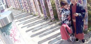 ベンチに座っている人の写真・画像素材[1834753]