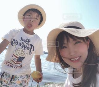 帽子をかぶっている人の写真・画像素材[2092503]