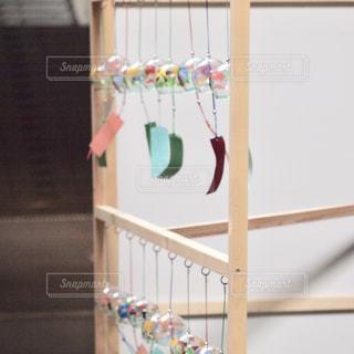 檻の中の赤ん坊の写真・画像素材[2306149]