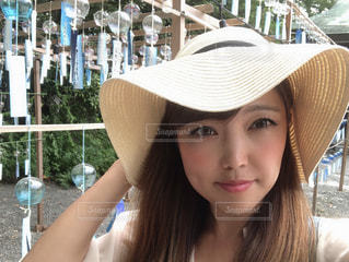 帽子をかぶった女性の写真・画像素材[2367337]