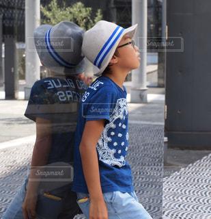 帽子をかぶった子供の写真・画像素材[2408984]
