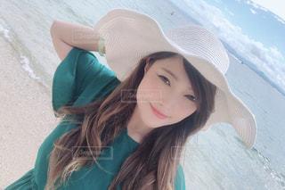 帽子をかぶった女性の写真・画像素材[2425623]
