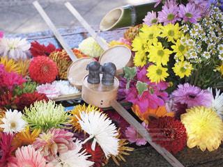 テーブルの上の花瓶の写真・画像素材[2772976]