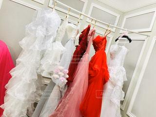 赤いドレスを着ている人の写真・画像素材[3031365]