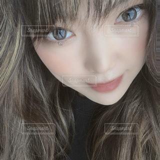 女性の顔のクローズアップの写真・画像素材[3208808]
