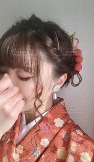 小さな女の子が携帯電話で話しているの写真・画像素材[3968921]