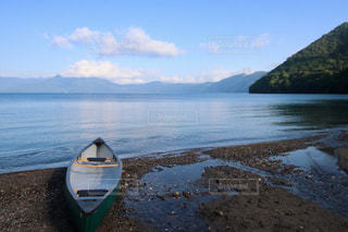 支笏湖でカヌーの写真・画像素材[2435350]