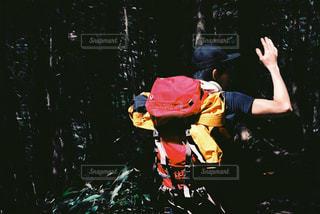人がバイクの後ろに乗っての写真・画像素材[1137870]