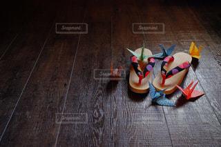 下駄と折り鶴の写真・画像素材[787889]