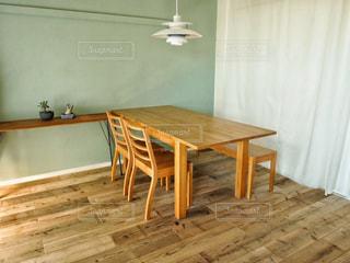 木製のテーブルの写真・画像素材[2701777]