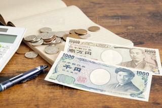 お金と電卓の写真・画像素材[1040624]