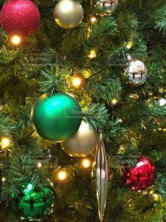 色鮮やかなクリスマス ツリーの写真・画像素材[1649667]