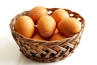 バスケットの中の赤卵の写真・画像素材[1770792]
