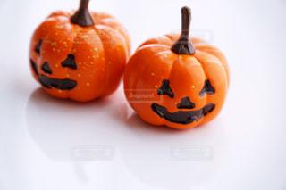 白い背景にかぼちゃのおばけの写真・画像素材[3372452]