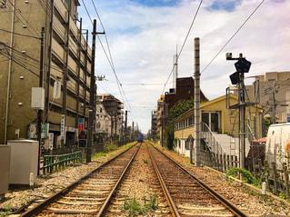 夏の日の線路の写真・画像素材[1324038]