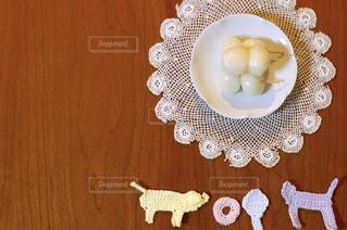 お月見団子と手編みのモチーフの写真・画像素材[385629]