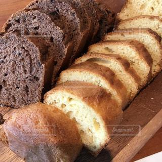 休日の朝、パウンドケーキの写真・画像素材[2107978]