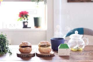 パンとハーブティーの写真・画像素材[373507]