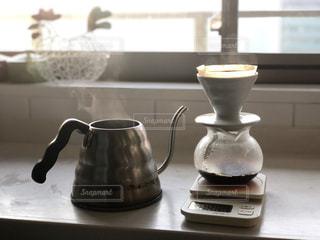 ケトルといれかけのコーヒーの写真・画像素材[1776102]