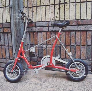 赤くてかわいい自転車の写真・画像素材[967339]