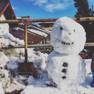 雪だるまとスコップの写真・画像素材[975591]