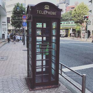 レトロな電話ボックスの写真・画像素材[1375390]