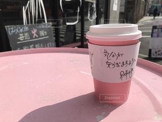 ピンクのテーブルの上の紅茶の写真・画像素材[1100912]