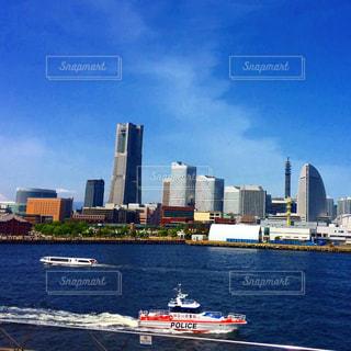 横浜港とランドマークタワーの写真・画像素材[1061385]