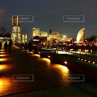 夜の街の景色の写真・画像素材[1067530]