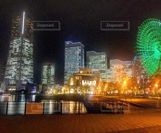 夜のライトアップされた街 みなとみらいの写真・画像素材[1067532]
