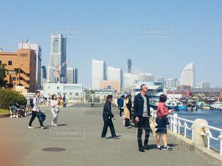 街を歩いて人々 のグループの写真・画像素材[1098852]