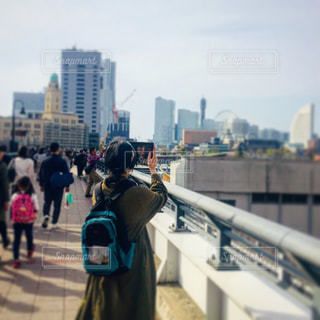 街を歩いて人々 のグループの写真・画像素材[1100533]