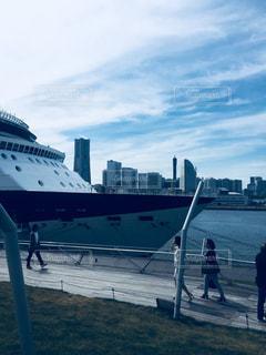 水のボートの人々 のグループの写真・画像素材[1147770]