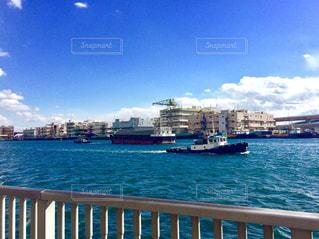 青と白のボートの写真・画像素材[982676]