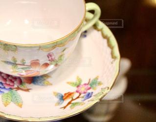 テーブルの上のコーヒー カップ - No.1108075