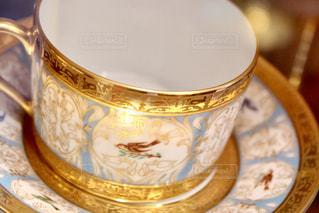 近くのテーブルに座ってコーヒー カップ - No.1108076