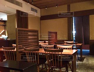 ダイニングルームのテーブルの写真・画像素材[3059152]
