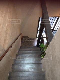 カフェの階段の写真・画像素材[3059183]