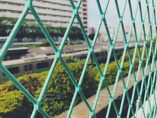 フェンス越しの駅の写真・画像素材[1081616]