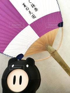 近くに傘のアップの写真・画像素材[715247]