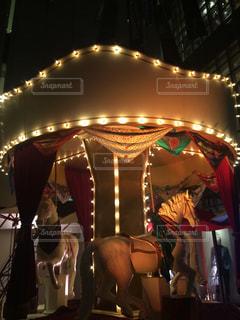 夜のメリーゴーランドの写真・画像素材[907261]