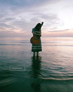 ギターとか女の子の写真・画像素材[837855]