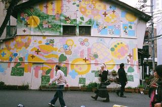 通りを歩く人々 のグループの写真・画像素材[977861]