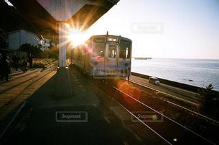 夜、トラックの鉄道の写真・画像素材[979680]