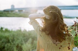 髪の毛を触る女性の写真・画像素材[1721080]