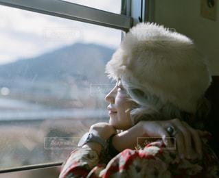 景色を眺めている女性の写真・画像素材[1721084]