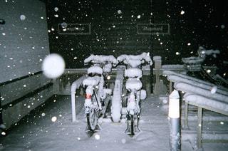 大雪が降った日の夜の写真・画像素材[2798858]