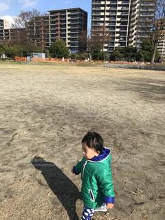 近所の公園をお散歩中の写真・画像素材[909293]