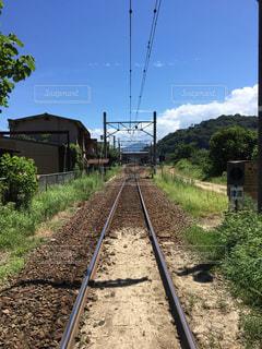 田舎の線路の写真・画像素材[2691712]